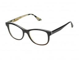 Still Life Foto Büffelhornbrille schwarz freigestellt vor weissem Hintergrund
