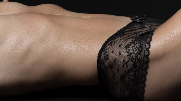 Frau, Body, Akt, Oel und Wasser fotografiert vom Fotograf/Fotostudio